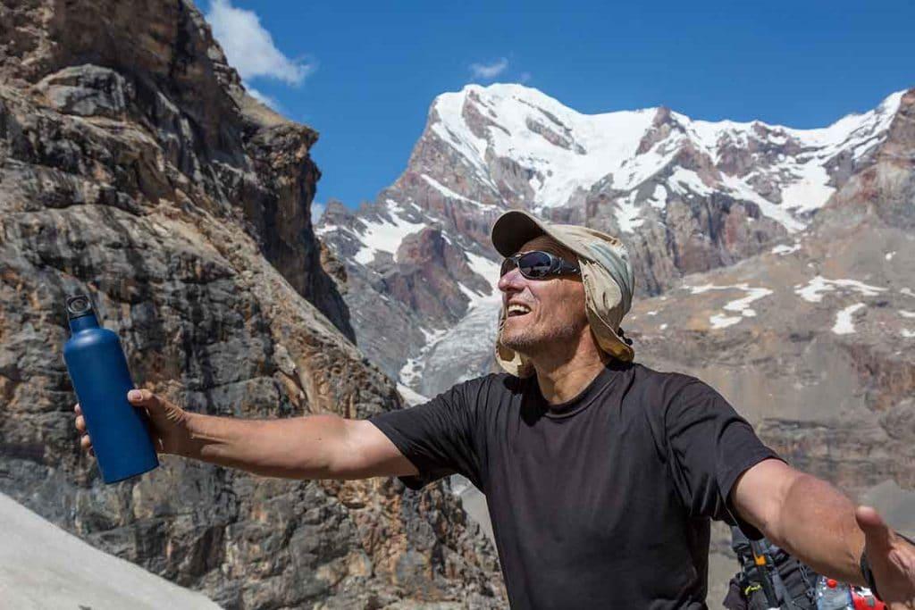 Nutrixeal alpiniste équipé d'une gourde de vitamine C